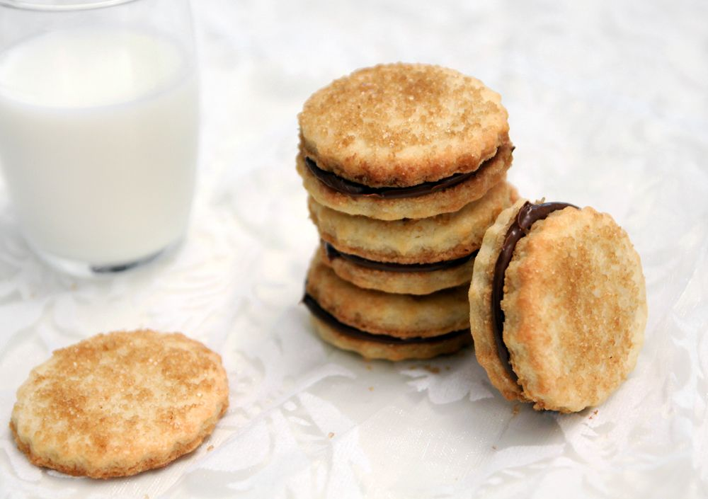 Almond Sandwich Cookies with Chocolate Filling