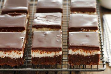 בראוניז שוקולד וקוקוס | צילום: נטלי לוין