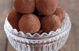טראפלס תמרים ושוקולד | צילום: נטלי לוין