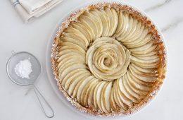 טארט תפוחים עם קרם שקדים | צילום: נטלי לוין
