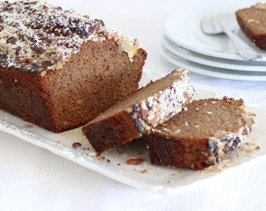 עוגת דבש עם ציפוי גרנולה קראנצ'י | צילום: נטלי לוין