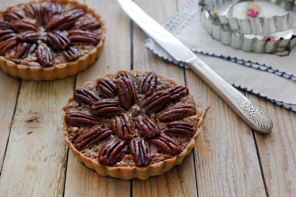 https://www.lilcookie.com/pecan-maple-cinnamon-pie/
