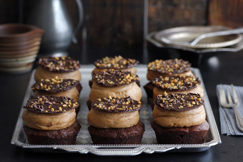 Individual Chocolate Cakes with Hazelnut Cream