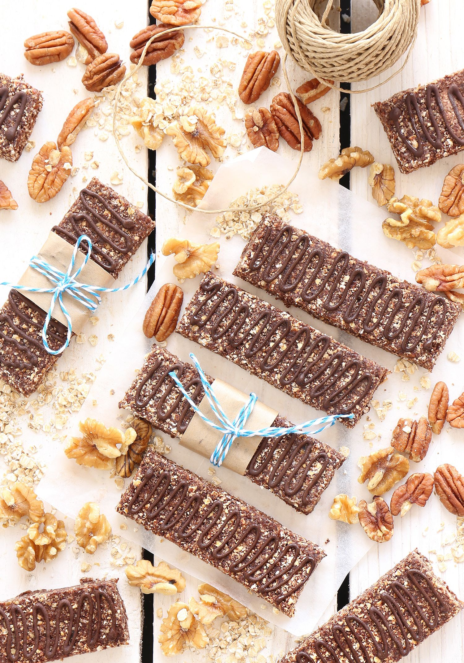 Homemade Protein Bars with Oatmeal and Chocolate